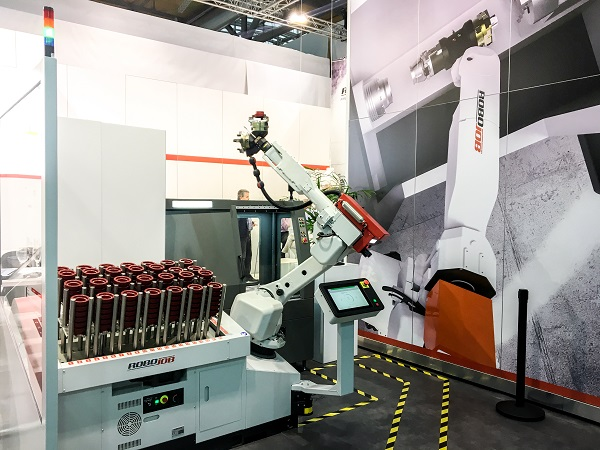 RoboJob Turn-Assist 270i at EMO Hannover.jpg
